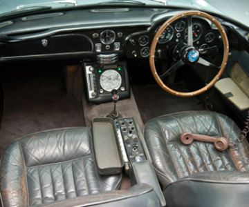 Aston Martinul DB5 al lui James Bond