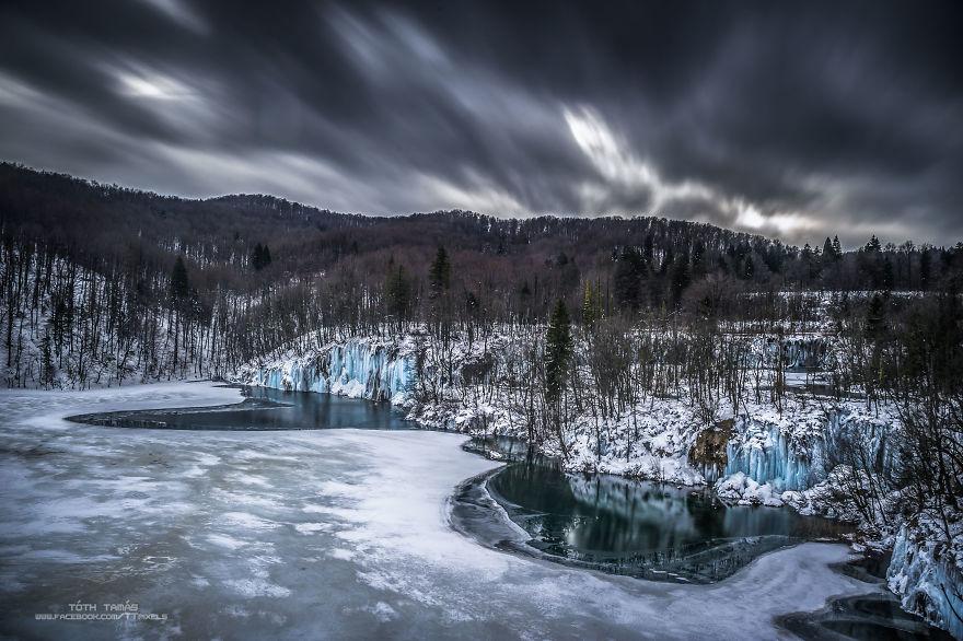 Splendoarea cascadelor inghetate din Croatia - Poza 19