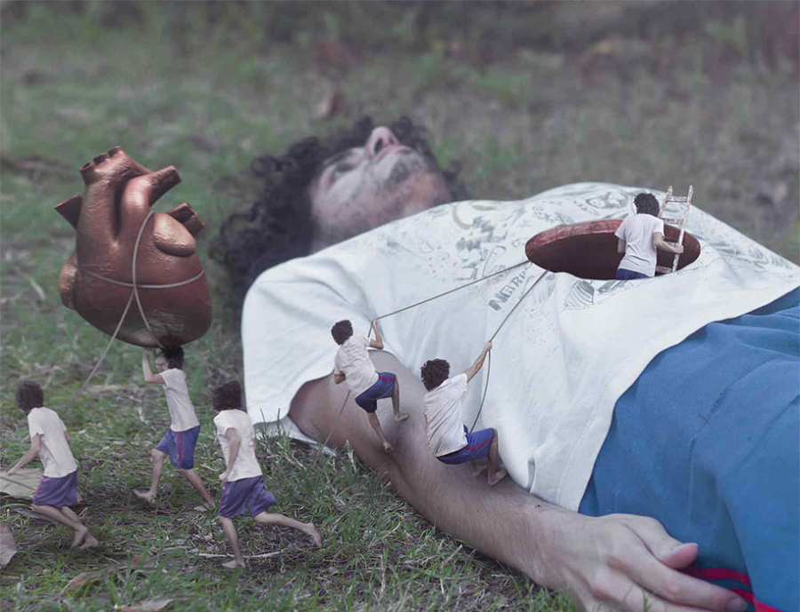 O realitate distorsionata, in poze care ne pun pe ganduri - Poza 4