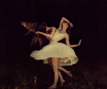 Balerine de vis si de cosmar, de Brooke Shaden