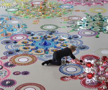 Modele multicolore, sclipitoare, de Suzan Drummen