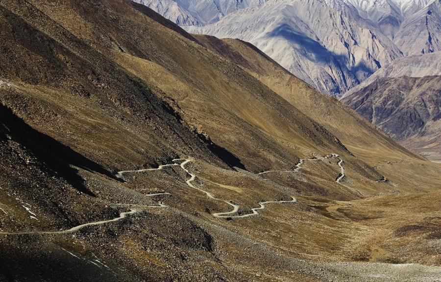 Aventuri memorabile: Cele mai periculoase drumuri din lume - Poza 4