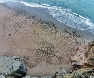 Noi picturi pe nisip de Andres Amador