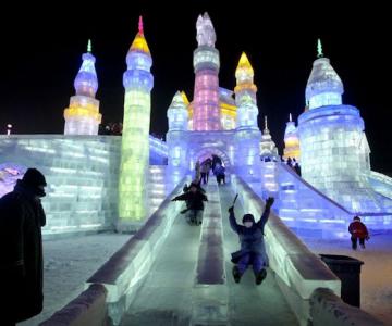Festivalul de gheata si culoare din China
