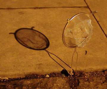 Arta, strecuratori si eclipsa, de Isaac Cordal