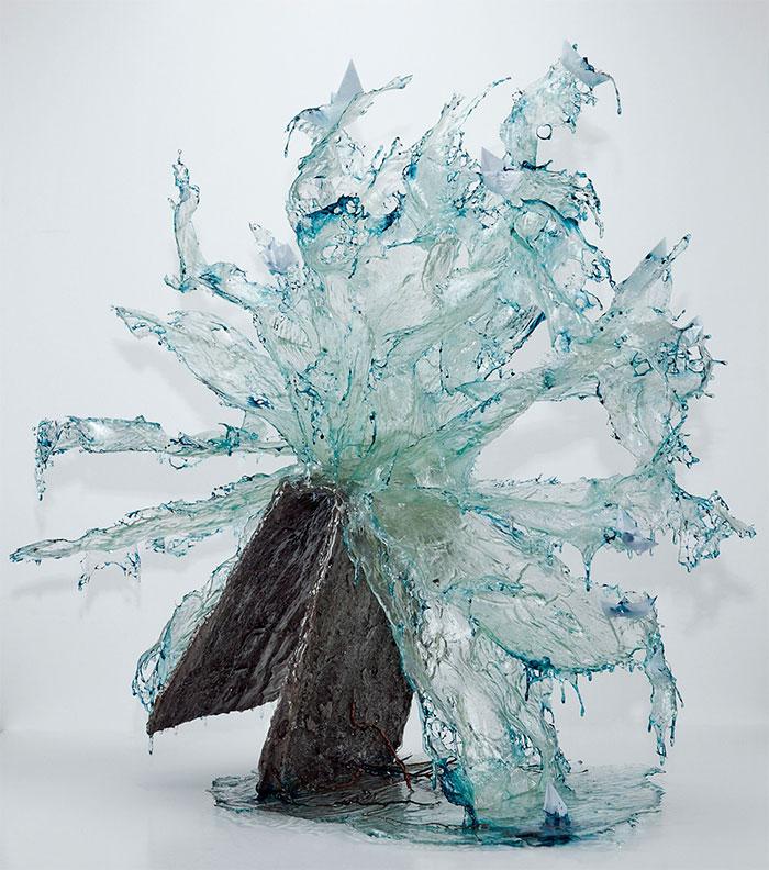 Cand timpul sta in loc: Sculpturi explozive in rasina - Poza 4