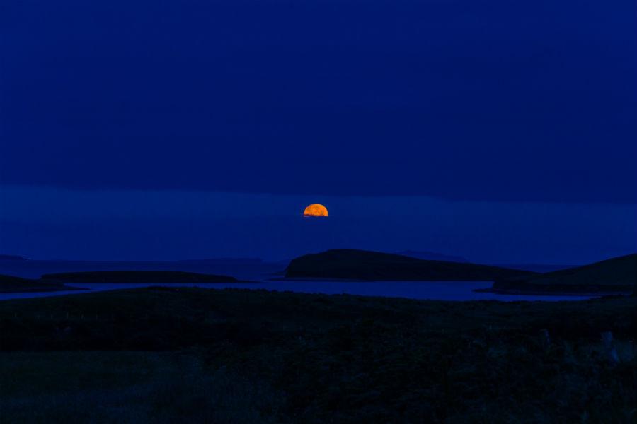 Cele mai frumoase ipostaze ale lunii, in poze superbe - Poza 13