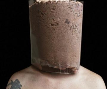 Autoportrete senzoriale: Fuziunea corpului uman cu un corp artificial