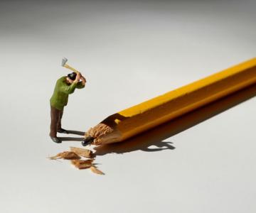 Viata la birou in miniaturi, de Bettina Guber