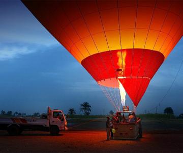 Cu balonul deasupra Egiptului