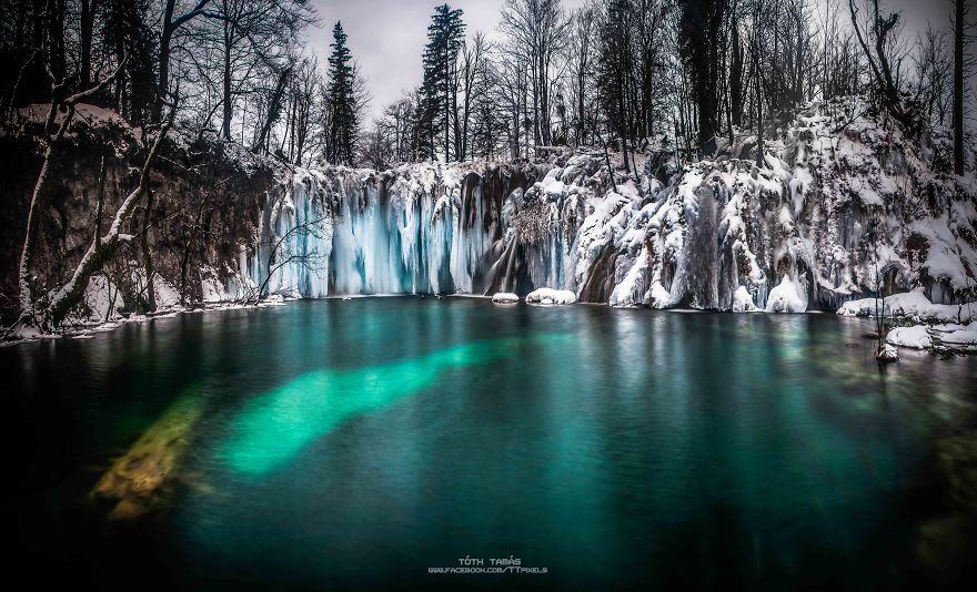 Splendoarea cascadelor inghetate din Croatia - Poza 6