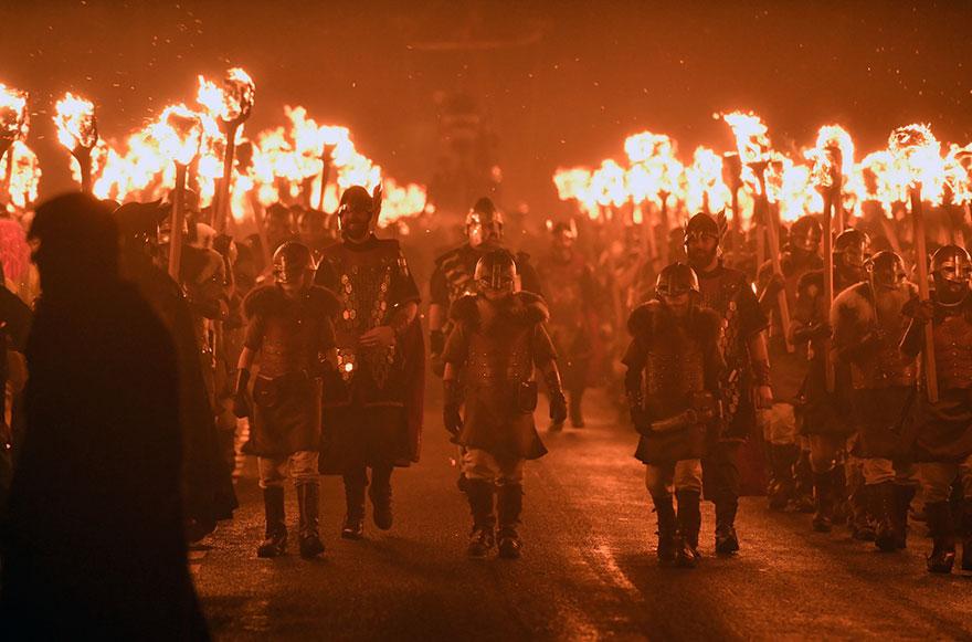 Festivalul legendar al vikingilor, in fotografii epice - Poza 10