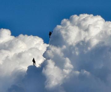 Elio Pallard se joaca printre nori