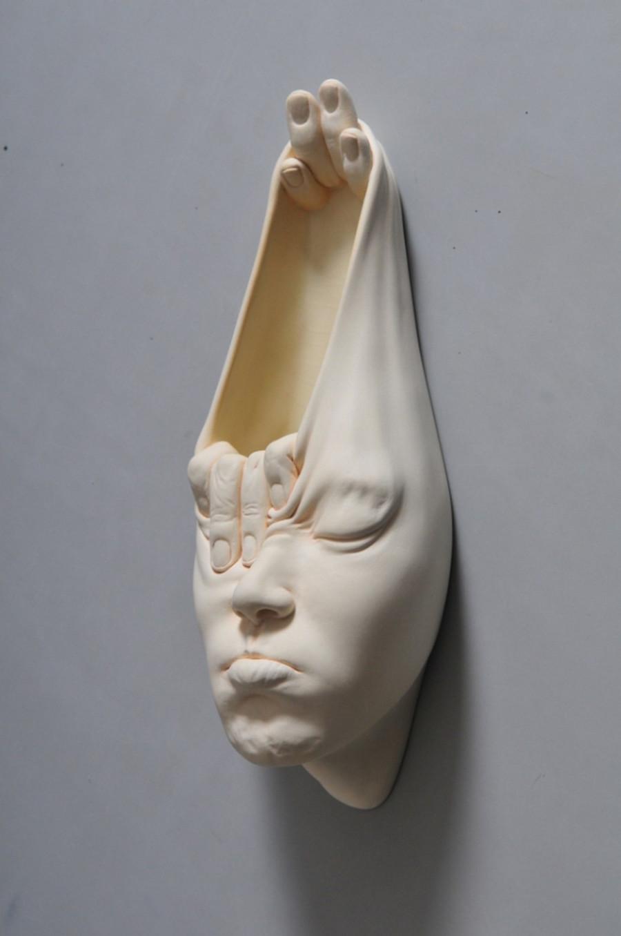 Minti deschise: Sculpturi suprarealiste din portelan - Poza 1