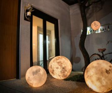 Seara de seara, cu o luna plina spectaculoasa