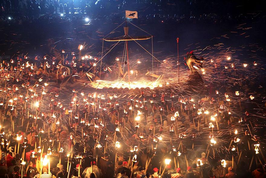 Festivalul legendar al vikingilor, in fotografii epice - Poza 12