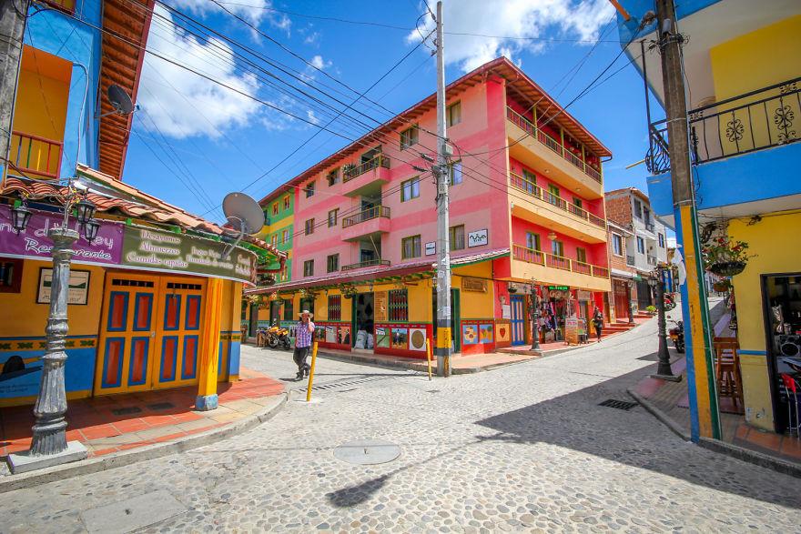 Un deliciu vizual: Cel mai colorat oras din lume - Poza 2