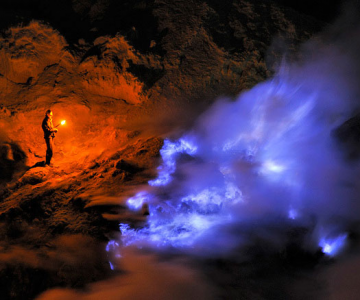 Olivier Grunewald a coborat inauntrul vulcanului Kawah Lien
