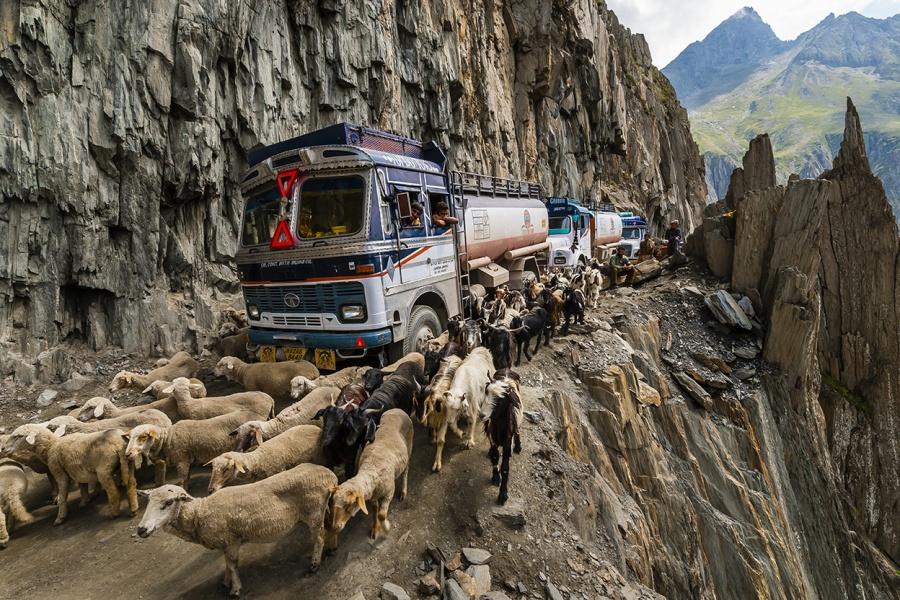 Aventuri memorabile: Cele mai periculoase drumuri din lume - Poza 1
