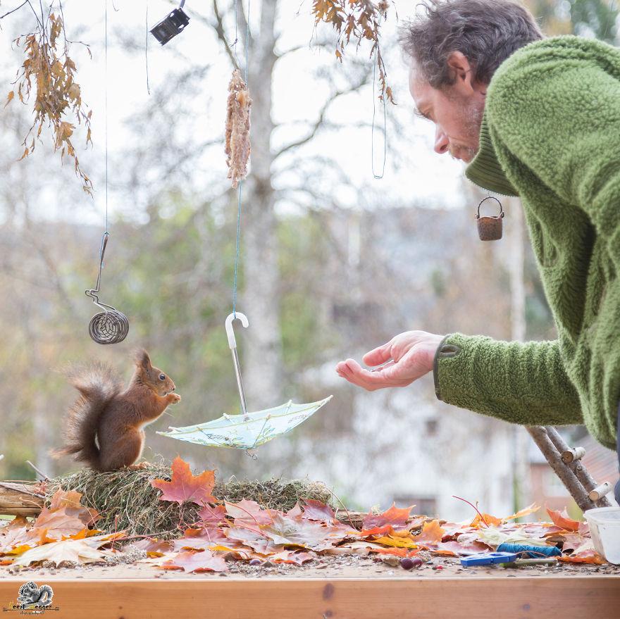 Frumoasa poveste cu veverite roscate, intr-un pictorial adorabil - Poza 21