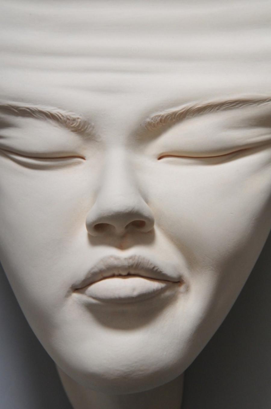 Minti deschise: Sculpturi suprarealiste din portelan - Poza 4