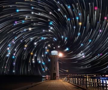 Spirale pe cerul instelat, de Justin Ng