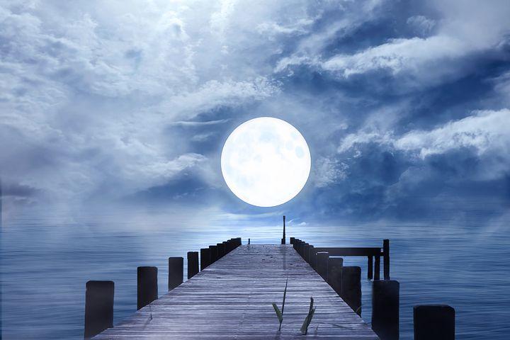 Cele mai frumoase ipostaze ale lunii, in poze superbe - Poza 2