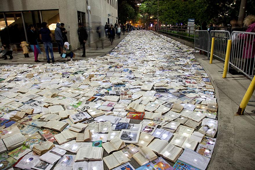 Literatura vs. Trafic: Raul de carti din Toronto - Poza 4