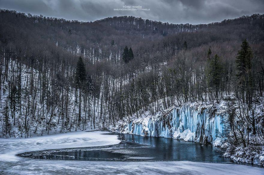 Splendoarea cascadelor inghetate din Croatia - Poza 17