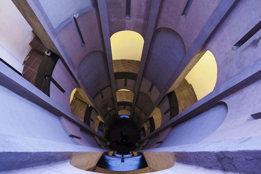 Un proiect maret: A transformat o fosta fabrica intr-o casa de vis - Poza 16
