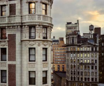 Vecinii din New York si ce vede Gail Albert Halahan pe ferestrele lor