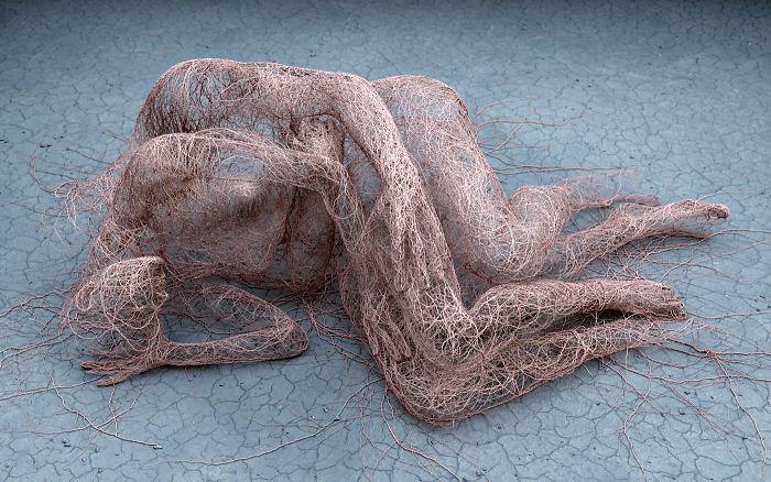 Natura duala a omului, in sculpturi 3D - Poza 5