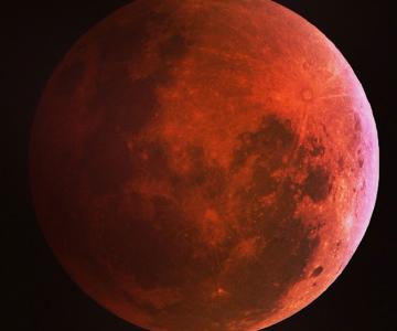 Cele mai bune fotografii cu Luna Sangerie