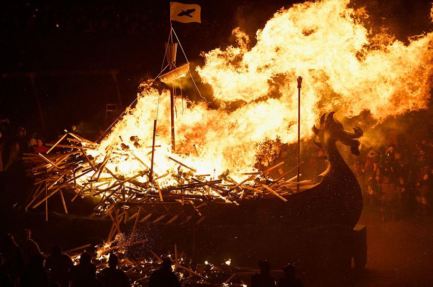 Festivalul legendar al vikingilor, in fotografii epice - Poza 13