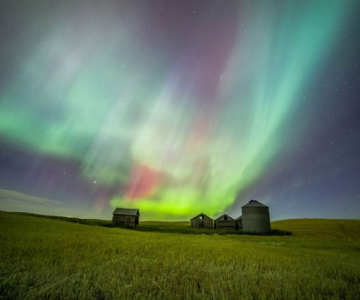 Lumini nordice dansand pe cerul instelat