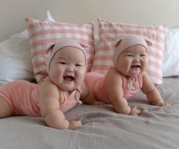 Cele mai simpatice gemene, intr-un pictorial adorabil