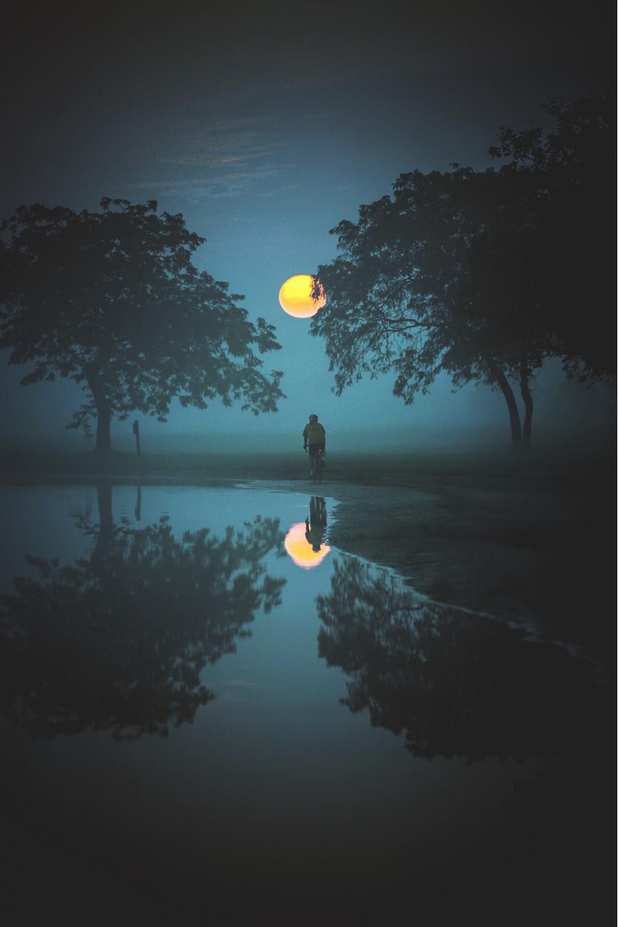 Cele mai frumoase ipostaze ale lunii, in poze superbe - Poza 18