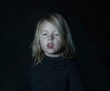 Copiii zombie: 7 Micuti hipnotizati de televizor