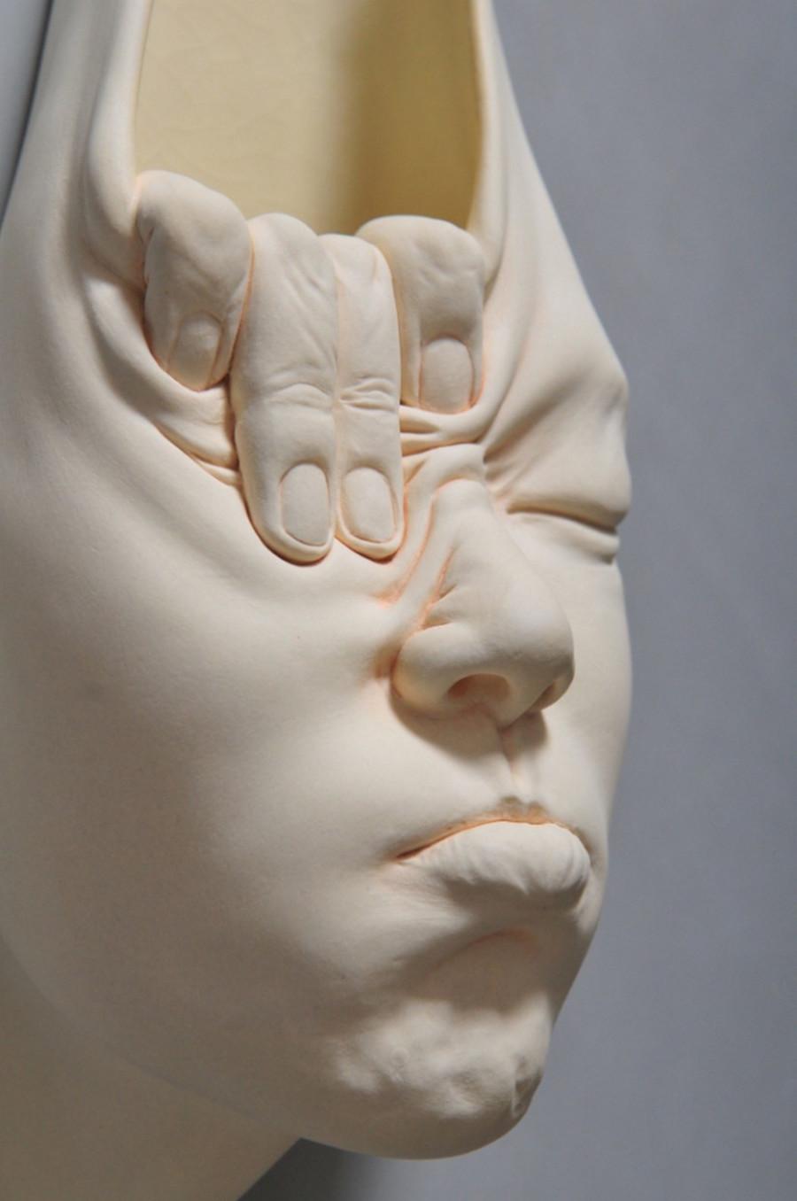 Minti deschise: Sculpturi suprarealiste din portelan - Poza 2