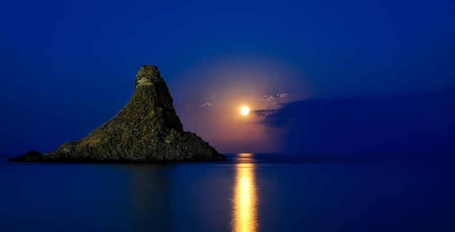 Cele mai frumoase ipostaze ale lunii, in poze superbe - Poza 3