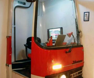 Biroul din masina timpului, intr-un autobuz Ikarus