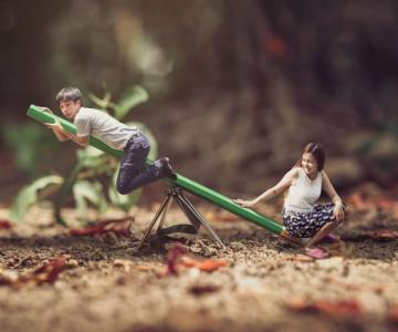 Cupluri miniaturale, intr-un pictorial suprarealist