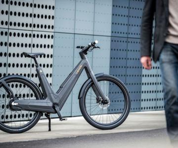 Bicicleta electrica din fibra de carbon, perfecta pentru navetisti