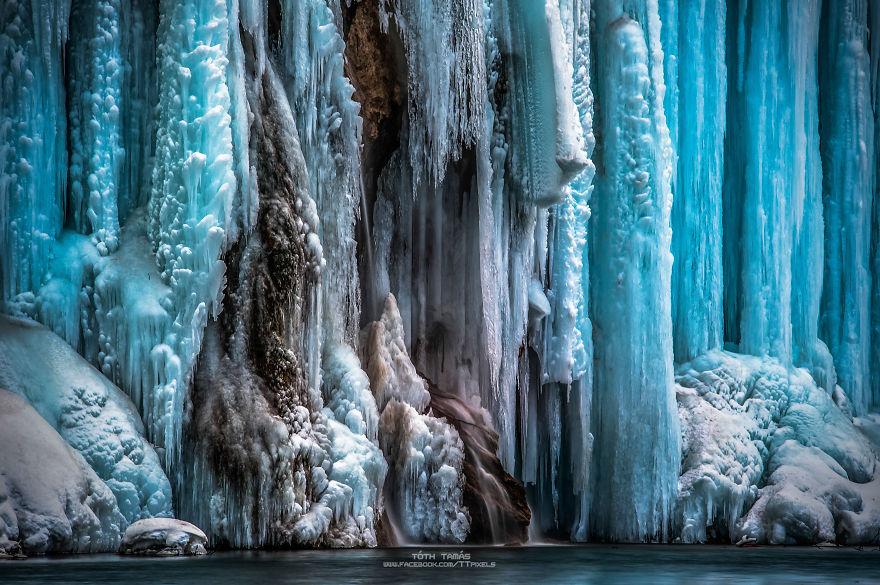 Splendoarea cascadelor inghetate din Croatia - Poza 1