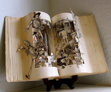 Personajele ies din cartile pentru copii, sculptate de Susan Hoerth