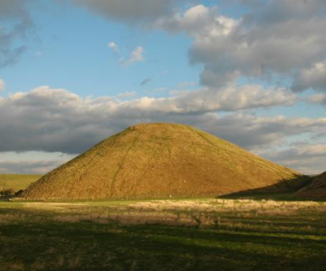 Silbury Hill, movila din Avebury, UK