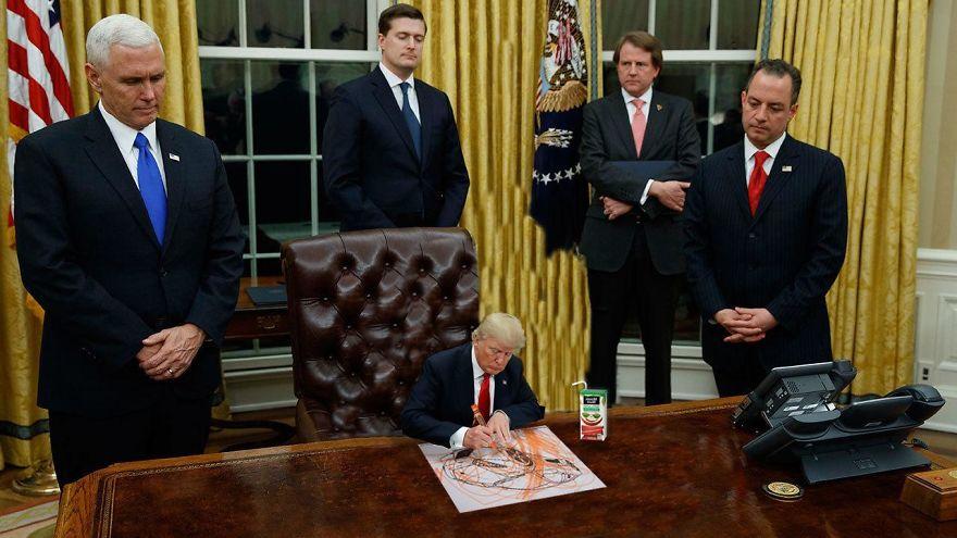 Donald Trump, ridiculizat de internauti, in poze haioase - Poza 4
