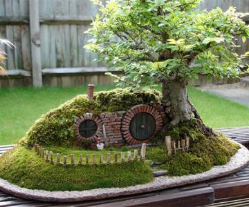Bonsai cu hobbiti, inspirat de JRR Tolkien