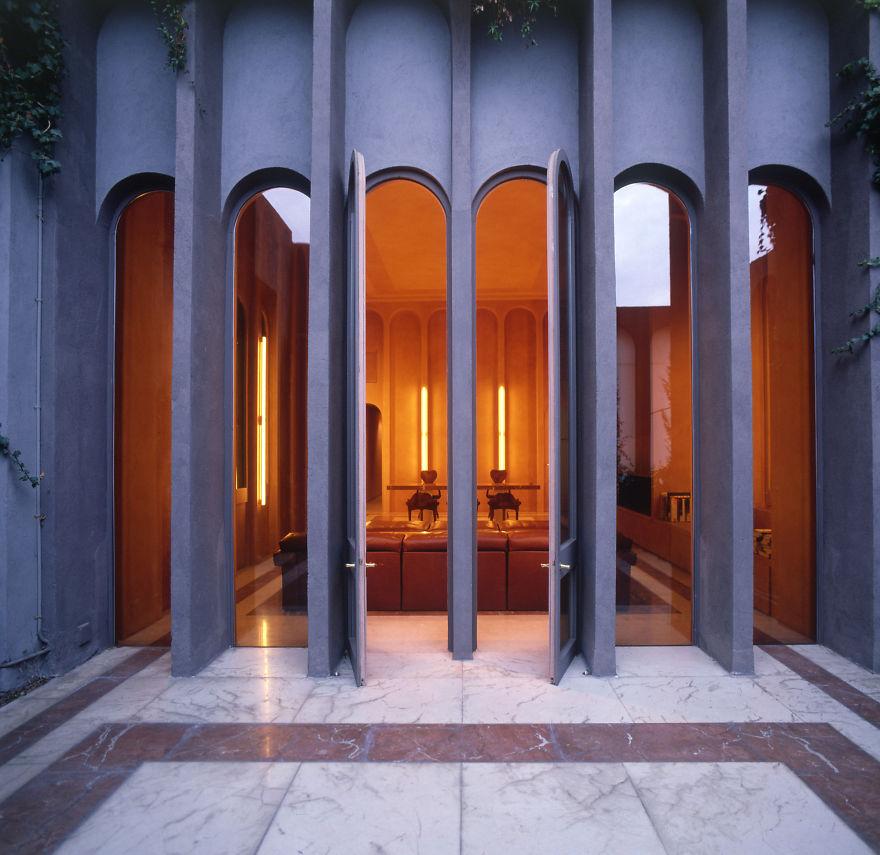 Un proiect maret: A transformat o fosta fabrica intr-o casa de vis - Poza 3