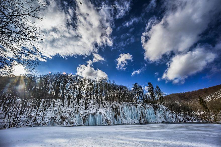 Splendoarea cascadelor inghetate din Croatia - Poza 20